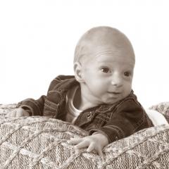 Niestadt-Fotografie-Schoonhoven-Newborn-shoot-baby-op-gehaakt-kleed