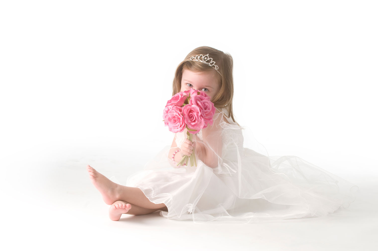 Niestadt-fotografie-Schoonhoven-studio-shoot-super-schattig-meisje-die-samen-met-ouders-gaat-trouwen