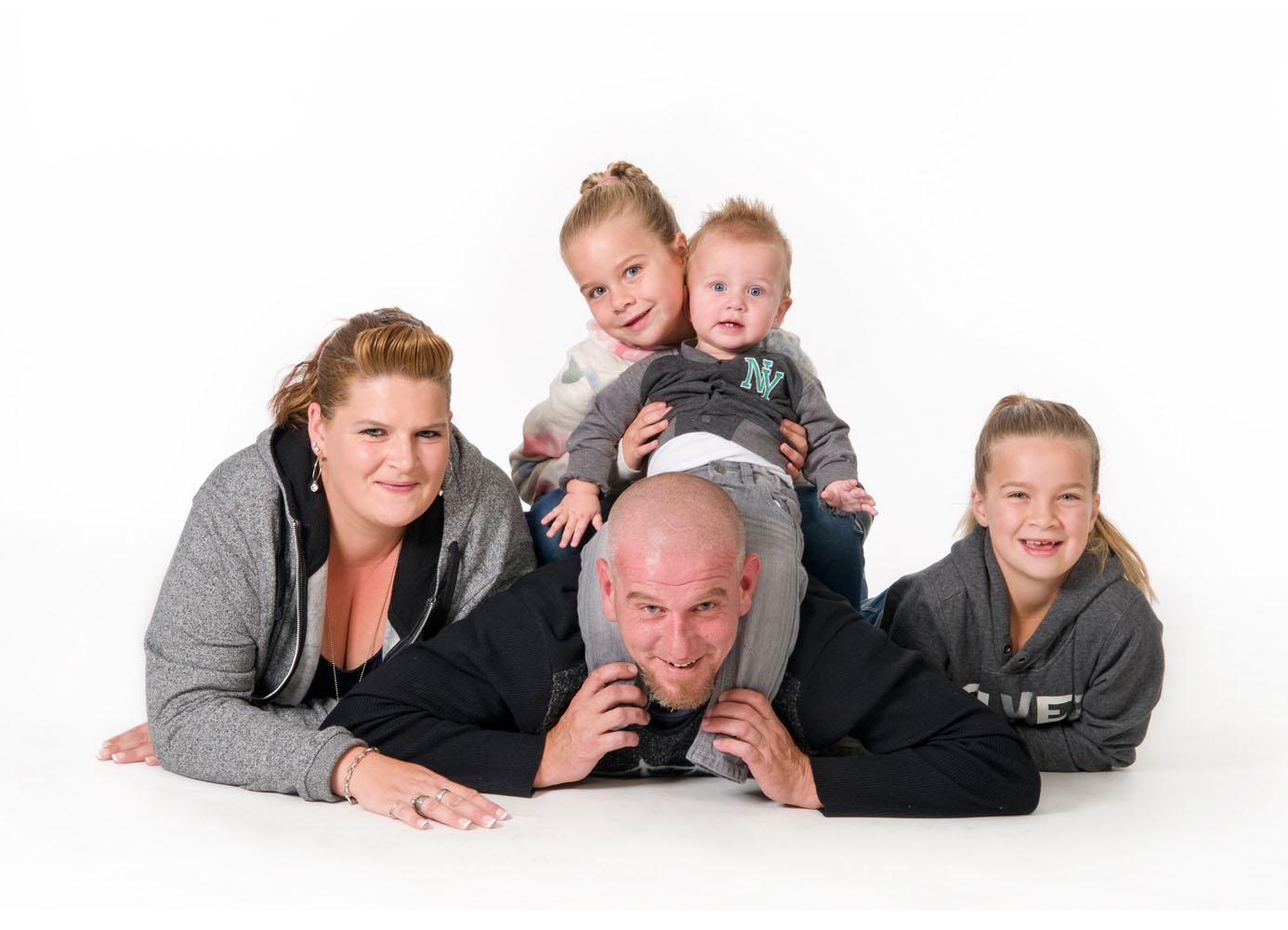 Niestadt-fotografie-Schoonhoven-studio-shoot-van-een-gezin-met-kinderen