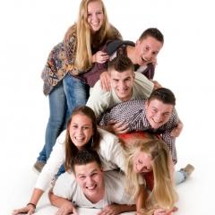 Niestadt-fotografie-Schoonhoven-studio-shoot-groep-tieners-lekker-gek-opgestapeld