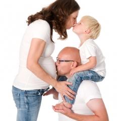 Niestadt-fotografie-Schoonhoven-studio-shoot-zwanger-met-vader-en-dochter